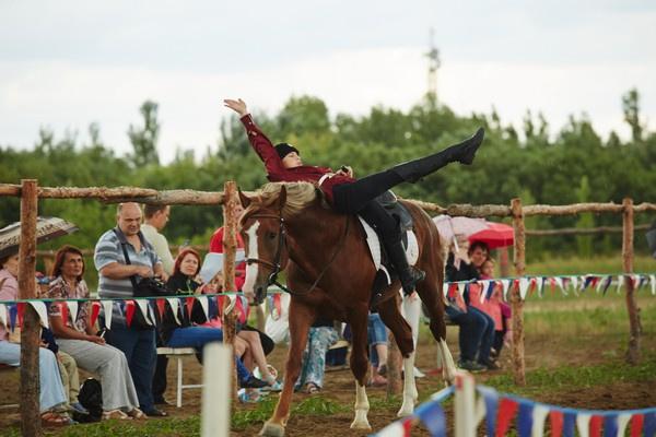 В Волгограде прошли соревнования по казачьей джигитовке