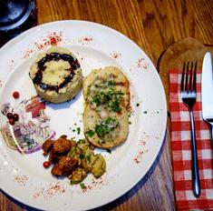Котлеты из щуки с картофельно-сырным пюре и кабачками