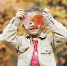 Дети, осень, лужи, видео: и попробуйте не улыбнуться!