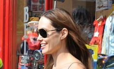 Опять за свое: Джоли сделала три татуировки