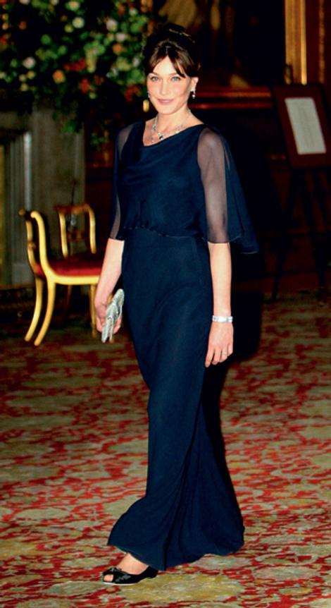 Виндзорский замок: Карла Бруни в Dior by John Galliano, украшения Chaumet