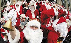 Деды Морозы: гавайский ходит в плавках, а в Италии это женщина