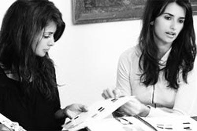 Моника и Пенелопа за работой