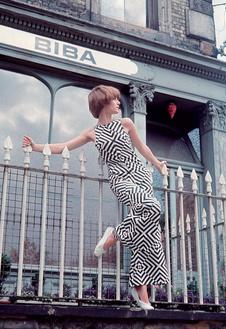 Модель в платье Biba, 1967 год.