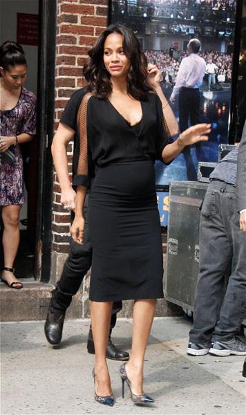 Зои Салдана в черном платье
