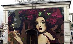Граффити-художники расписали фасад дома в Кемерово