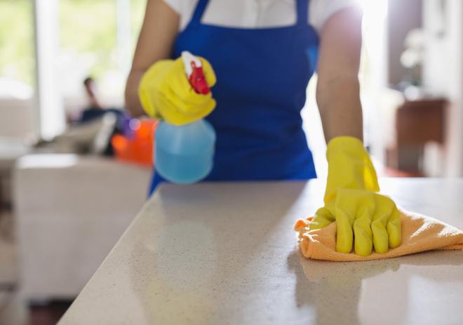 Всегда начинайте вытирать пыль спотолка