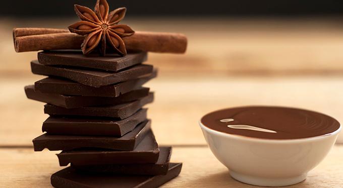 Духи для сладкоежек: чем нас привлекают гурманские ароматы?