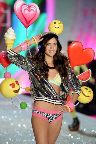 В Нью-Йорке состоялось Victoria's Secret Fashion Show 2013 | Мода ...