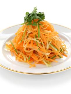 Морковный салат с кинзой и перцем халапеньо