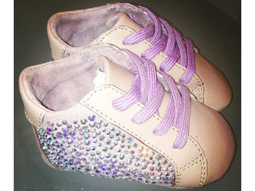 Новые кроссовки дочери Блю Айви оболись Бейонсе (Beyonce) в 800 долларов