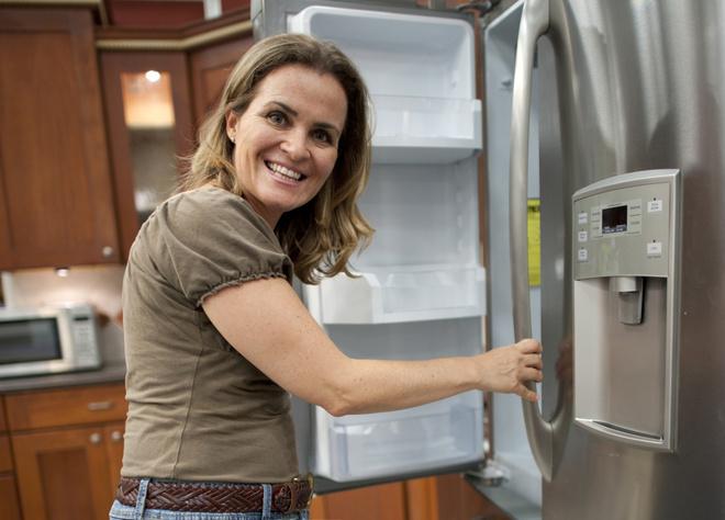 Как правильно установить холодильник по уровню