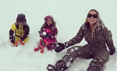 Милота дня: Мэрайя Кэри играет с детьми в снежки