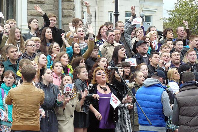 Караоке-марафон прошел в Челябинске, челябинцы хотят получить звание Самый поющий город и попасть в Самый лучший фильм. Фото, подробности