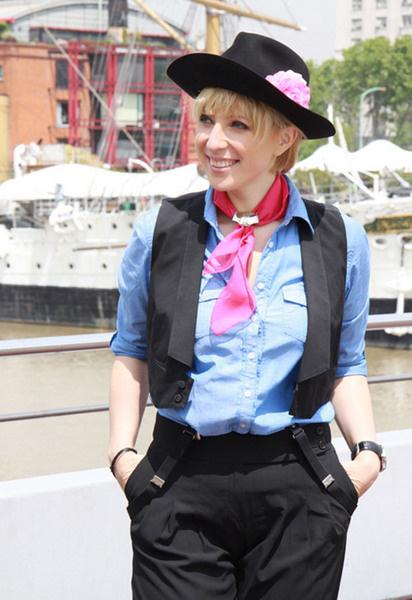 Каждую программу Яне Чуриковой личный стилист подбирает новый наряд в аргентинском стиле.