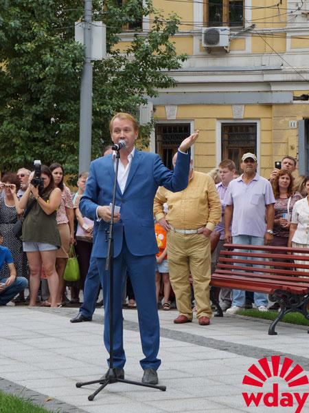 В Саратове поставили памятник Олегу Табакову