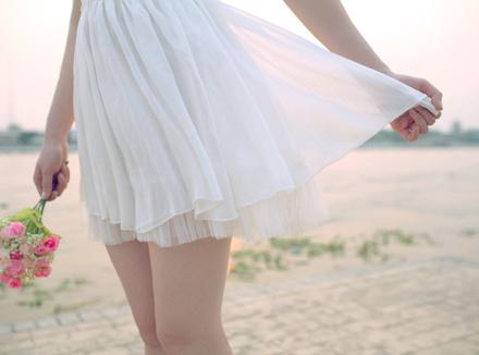 Девушка с короткой юбке