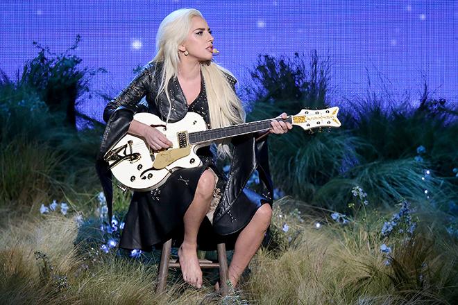 Леди Гага слегла с волчанкой