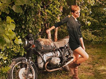 Эмма Уотсон (Emma Watson) во время фотосессии