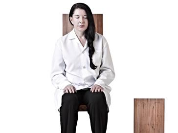 В перформансе Марина Абрамович задействованы различные минеральные элементы – кварц, аметист и турмалин
