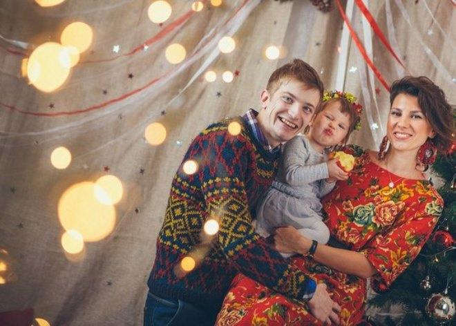 Михаил с женой и дочкой