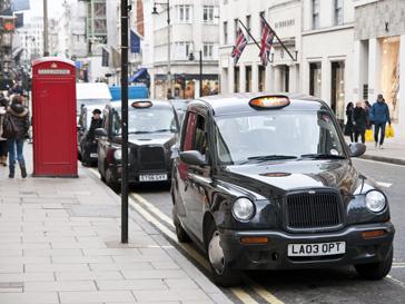 В Великобритании выписали штраф за вождение машины с помощью ног