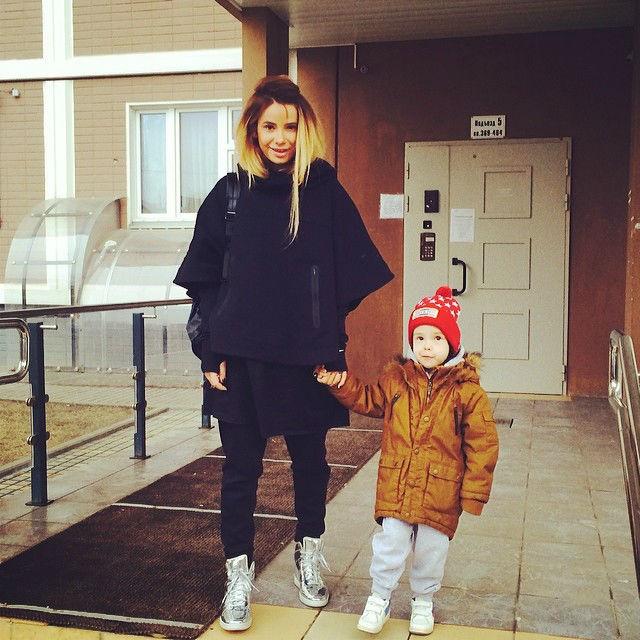 Айза Долматова с сыном