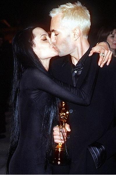 Анджелина Джоли поцелуй с братом, премия Оскар, фото