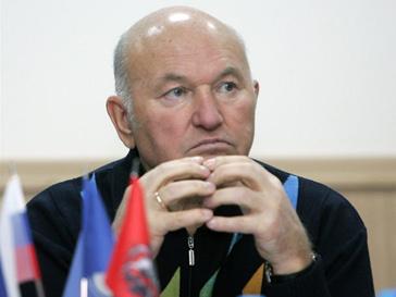 >рию Лужкову разрешили ездить в Украину