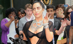 Леди Гага гуляет по Нью-Йорку в белье