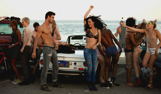 Съемки клипа Кэти Перри проходили в Санта-Барбаре - городе, в котором родилась певица.