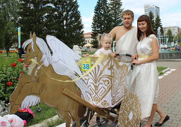 Роза и Максим Приваловы, Парад колясок в Екатеринбурге 2016, фото