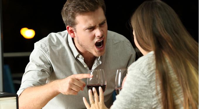 «Наркоманы гнева»: откуда берется любовь к скандалам