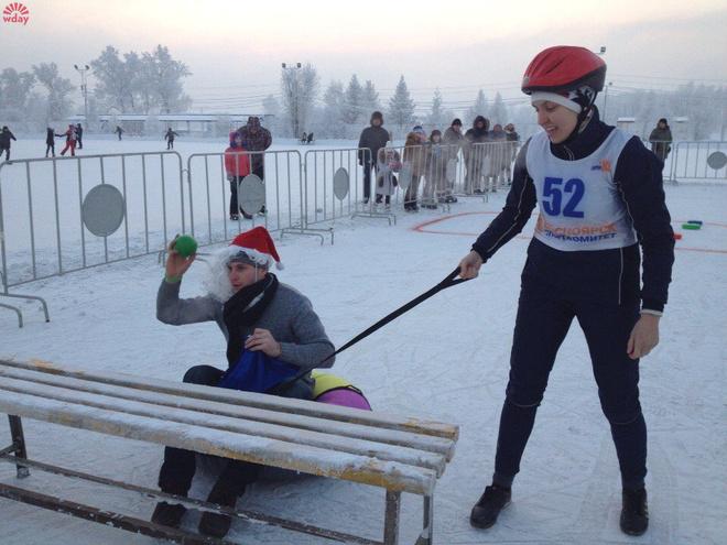 В Красноярске прошли соревнования «Это вам не плюшки со стола таскать»