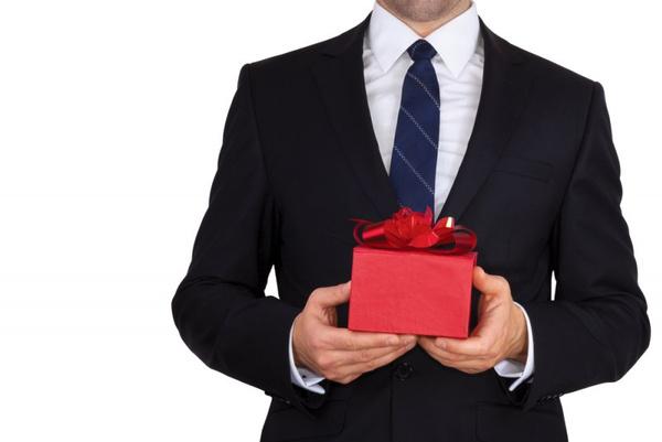 Что подарить обеспеченному человеку