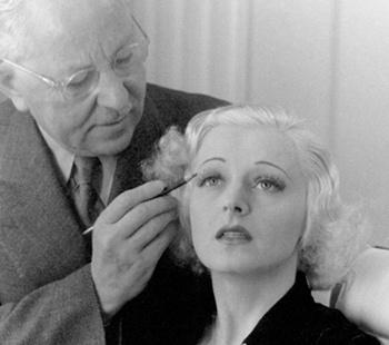 Макс Фактор «колдует» над бровями актрисы, 1937 год