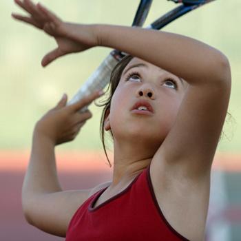 В Москве есть множество кортов, на которых можно проводить тренировки и заниматься с персональными наставниками как взрослым, так и детям.