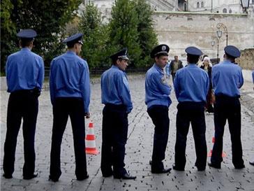 Называть миллиционеров с 1 марта следует «господа полицейские»