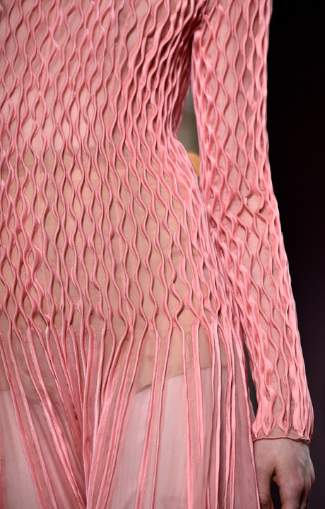 Ничего лишнего: показ Valentino Haute Couture в Париже