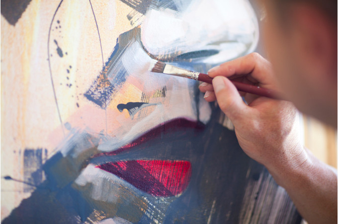 Рисующий мужчина