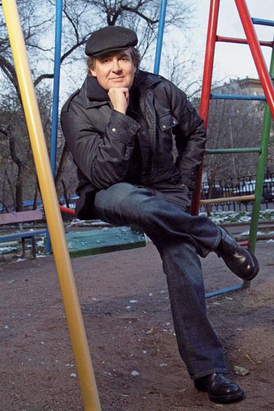 ЮРИЙ СТОЯНОВ актер, режиссер и автор программы «Городок» «Без детского умения ужасно чем-то интересоваться я бы существовать не смог».