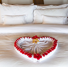Мастер-класс: как сложить полотенца в виде сердец