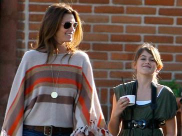 Синди Кроуфорд (Cindy Crawford) с дочерью Кайей Гербер (Kaia Gerber)
