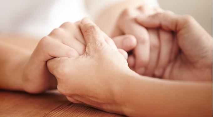Утешайте других – это делает вас сильнее