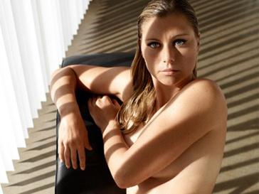 Вера Звонарева примерила на себя новую роль - из теннисистки она переквалифицировалась в модель.
