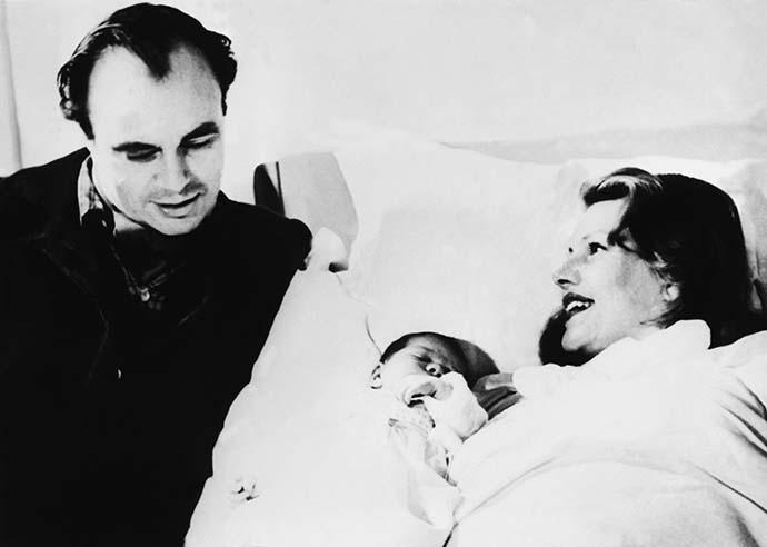 Рита Хейворт и принц Али Хан с дочерью Ясмин фото