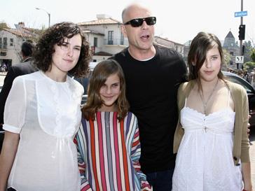 Брюс Уиллис с дочерьми Румер, Скаут и Тулулой в 2006 году