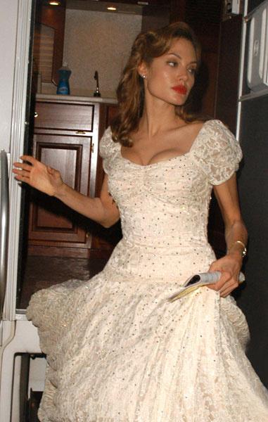 Анджелина Джоли в свадебном платье, 2005 год