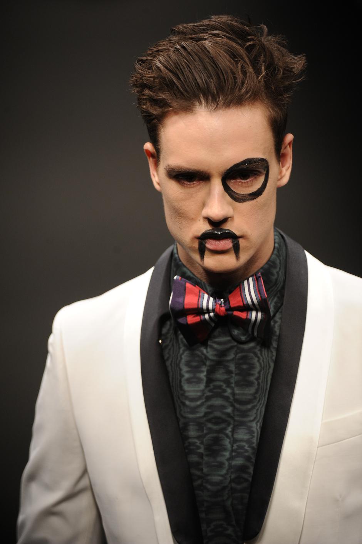 модная мужская прическа Vivienne Westwood
