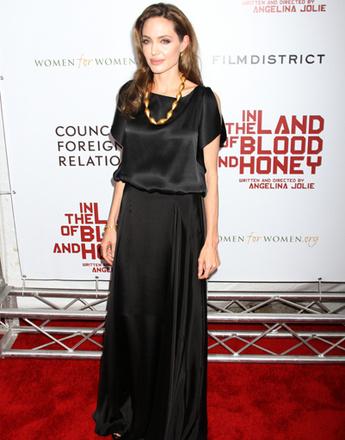 Почему Анджелина Джоли любит черные платья Фото- Анджелина Джоли